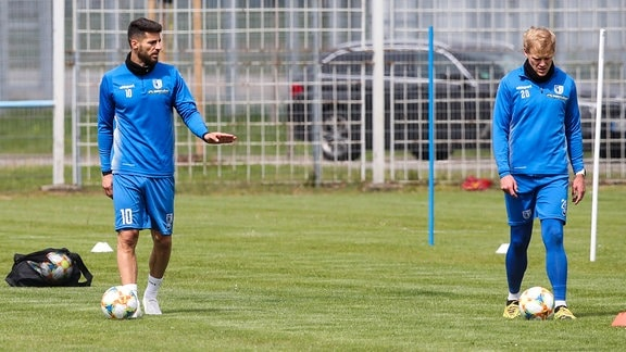 Jürgen Gjasula (li.) und Sören Bertram (1. FC Magdeburg)