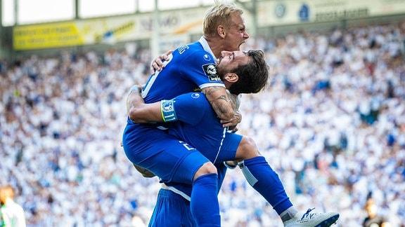 Jubel nach Tor 3:0 von Sören Bertram ( 20 1. FC Magdeburg) und Christian Beck ( 11 1. FC Magdeburg).