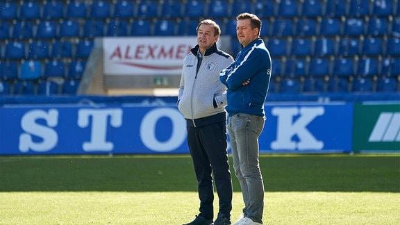 v.li.: FCM-Sportdirektor Otmar Schort, Trainer Christian Titz FCM vor dem Spiel.