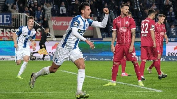 v.l.: Maximilian Franzke FCM, 14 jubelt nach dem Tor zum 1:0.