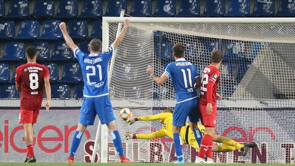 Christian Beck 1. FC Magdeburg erzielt das Tor zum 1:0.