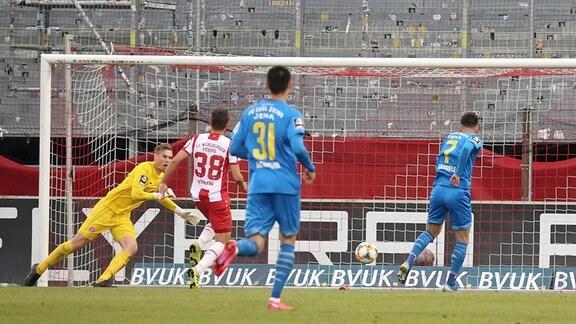 FC Carl Zeiss Jena erzielt das Tor zum 2:2.