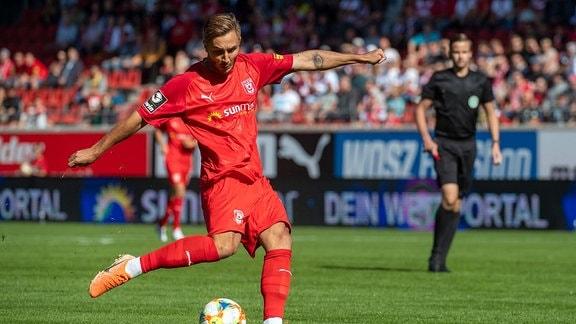 Felix Drinkuth HFC beim Torschuss im Spiel des HFC Hallescher FC vs. SC Preuߟen Münster 21.09.2019