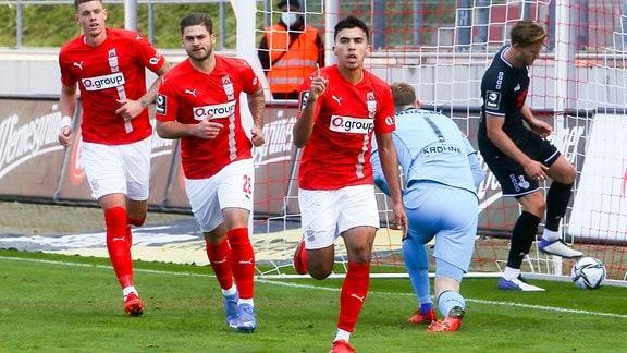 Tor für Zwicku, Torjubel nach dem 1:1, Johan Gomez 18