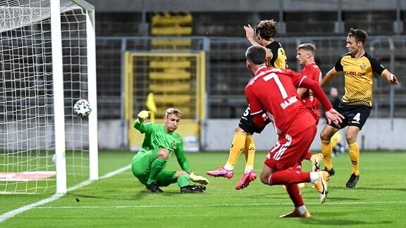Münchens Leon Dajaku erzielt das Tor zum 2:0