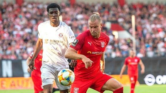 Halles Sebastian Mai gegen Münchens Kwasi Okyere Wriedt