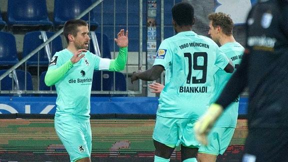 Münchens Stefan Lex jubelt nach seinem Treffer zum 0:1