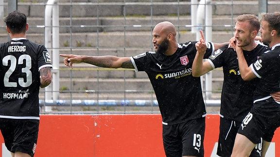 Michael Eberwein Hallescher FC mit Torjubel zum 1:1