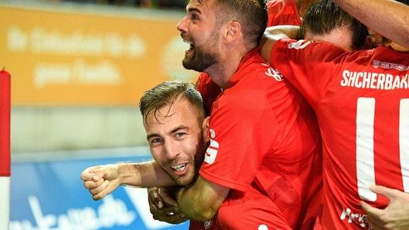 Michael Eberwein Hallescher FC jubelt nach seinem Tor zum 4:4 mit Niklas Kreuzer Hallescher FC