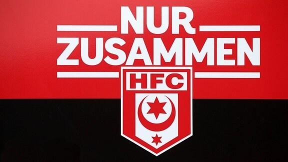Emblem des Halleschen FC mit NUR-ZUSAMMEN-Schriftzug
