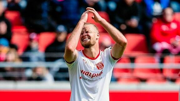 Sebastian Mai 26 (Hallescher FC) ärgert sich waehrend der Saison 2018-2019 in der 3. Liga (Herren) zwischen Hallescher FC und Preussen Münster.