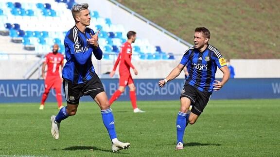 Maurice Deville, 1.FC Saarbrücken bejubelt sein Tor zum 1:0