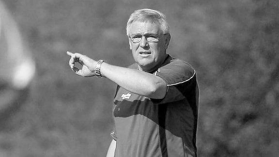 Trainer Horst Rau (Bautzen) gibt Anweisungen