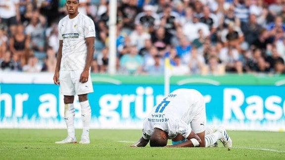 Spieler liegt enttäuscht am Boden beim 1. Spieltag 3. Liga Saison 2019 2020 am 22.7.2019 FC Carl Zeiss Jena vs FC Ingolstadt 04