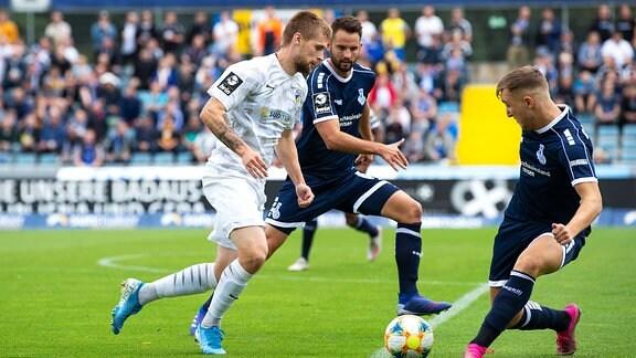 FC Carl Zeiss Jena gegen den MSV Duisburg v.li. im Zweikampf Dominik Bock Jena gegen Migel-Max Schmeling