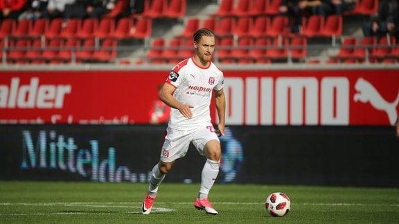 Björn Jopek (HFC) am Ball