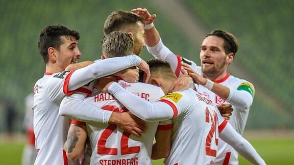 Spieler des Halleschen FC jubeln