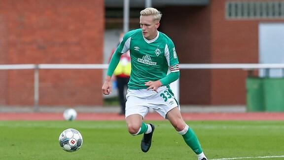 Julian Rieckmann SV Werder Bremen II, 33 am Ball