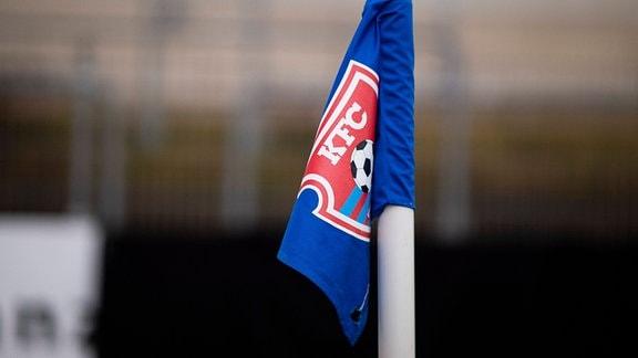 Das KFC Uerdingen Logo auf einer Fahne.