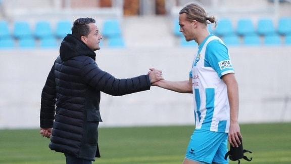 Sportdirektor Thomas Sobotzik ( Chemnitzer FC) und Kimmo Hovi (9, Chemnitz).