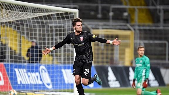 Jonas Nietfeld (Hallescher FC) jubelt