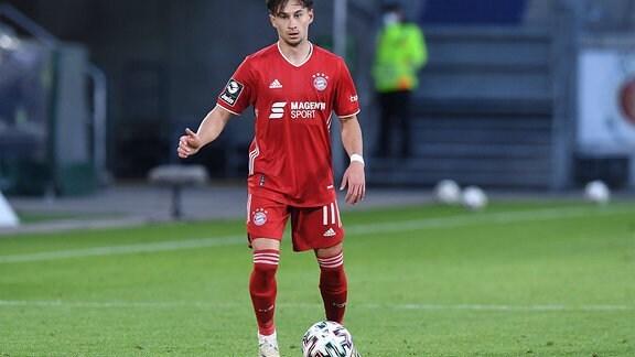 Nicolas Kühn am Ball.