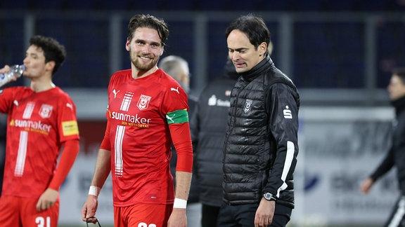 Jonas Nietfeld 33, Halle und Trainer Florian Schnorrenberg