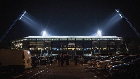 Außenansicht Ostseestadion bei Nacht