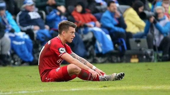 Patrick Göbel (FC Würzburger Kickers) enttäuscht schauend