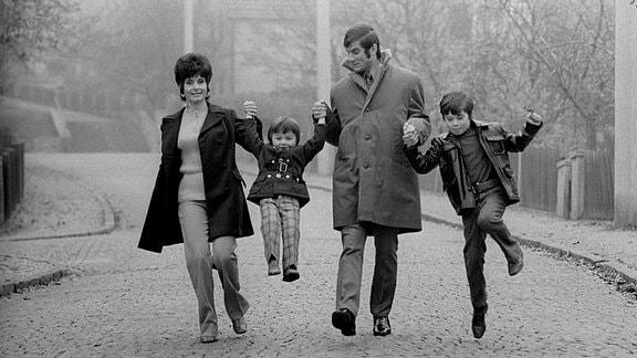 Peter Ducke mit Ehefrau Ute, Tochter Nicole und seinem Sohn.