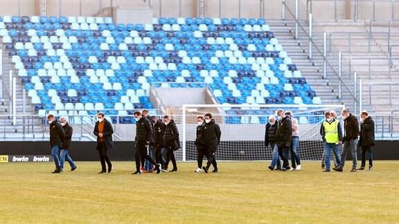 Platzbegehung vor Saarbrücken - FSV Zwickau im Ludwigsparkstadion