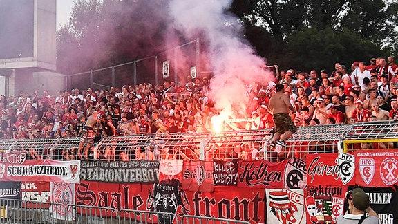 Pyrotechnik im Stadion.