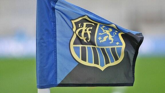 Eckfahne mit dem Logo des 1.FC Saarbrücken