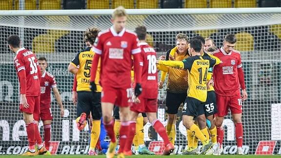 Jubel über das Tor zum 1:0 durch Marco Hartmann.