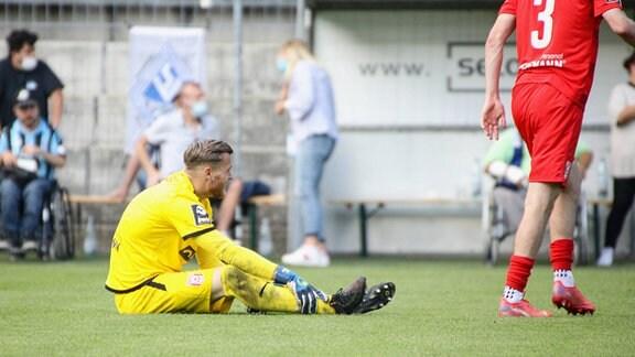 Alfio Marino Sven Mueller Hallescher FC, Nr 1 nach dem Abpfiff in Mannheim