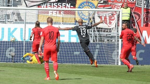 Treffer für Halle - Torwart Fabijan Buntic ( 24,FCI) - Robin Krausse ( 23,FCI) - Björn Paulsen ( 4,FCI) - Terrence Boyd ( 13 HFC).