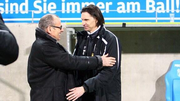 Im Bild v.l.: Insolvenzverwalter Rechtsanwalt Klaus Siemon und Trainer Thomas Brdaric ( Erfurt).