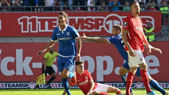 Tobias Müller, 1.FC Magdeburg, bejubelt sein Tor zum 1:1