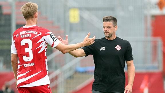 v.li.: Niklas Hoffmann (FC Würzburger Kickers), Trainer Torsten Ziegner (FC Würzburger Kickers)