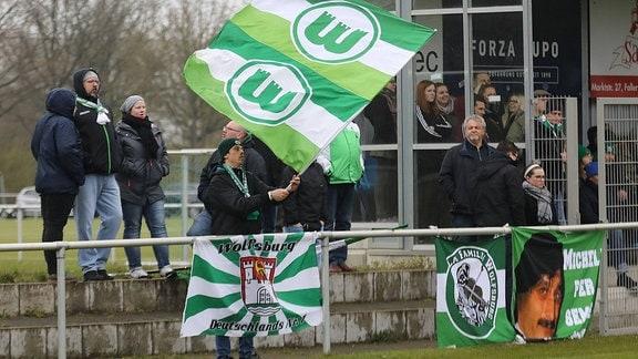 VfL-Fans Wolfsburg im Lupo Stadion