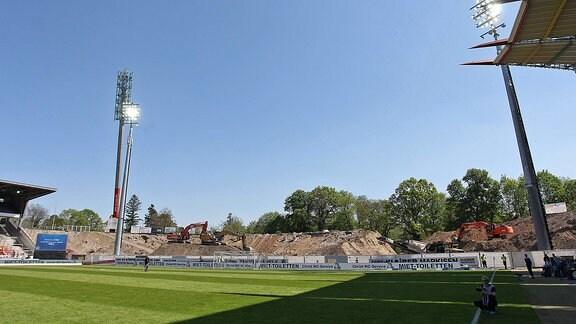 Die Baustelle der ehemaligen Südtribüne im Wildparkstadion in Karlsruhe