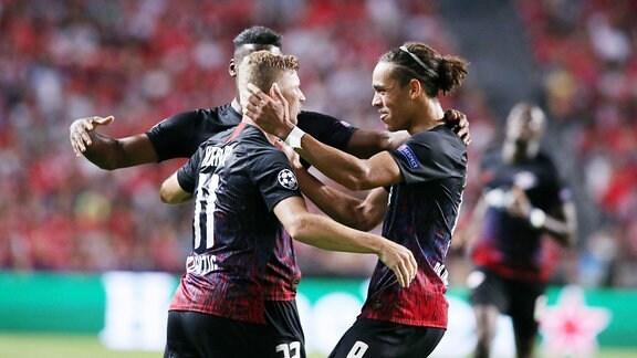 Im Bild;  Tor fŸr RB Leipzig.  Timo Werner (l., 11, RB Leipzig) trifft zum 0:1. Jubel mit Nordi Mukiele (hi., 22, RB Leipzig) und Yussuf Poulsen (re., 9, RB Leipzig).