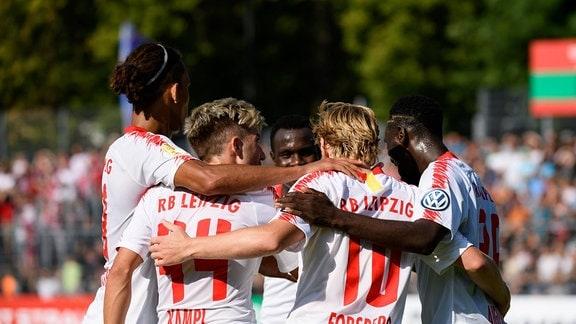 DFB-Pokal 1.Runde, FC Viktoria Koeln - RB Leipzig, jubel um Emil Forsberg (RBL) nach seinem treffer zum 1:2