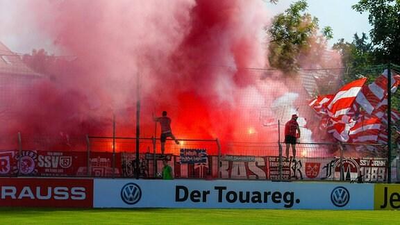 Pyroaktion der Regensburger Fans