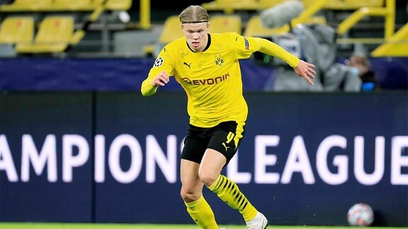 Spieler von Dortmund am Ball.