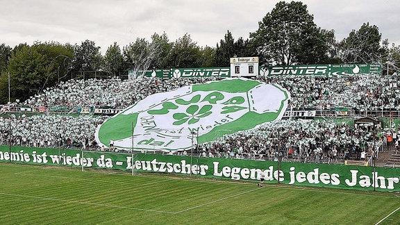 Choreo der Fans von Chemie Leipzig vor dem Spiel gegen Lok Leipzig