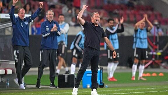 Bundestrainer Hans Flick Deutschland jubelt beim 5:0