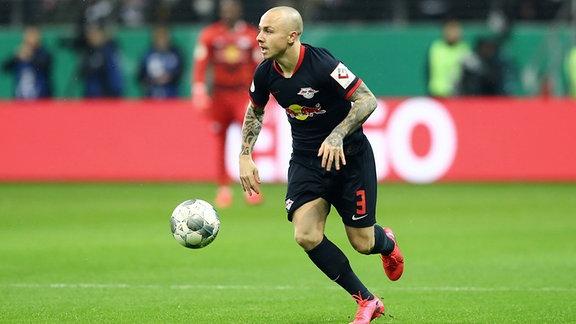 Im Bild: Angelino (3, RB Leipzig), am Ball.