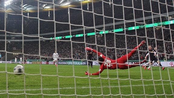 Eintracht Frankfurt mit dem Tor zum 3:1.