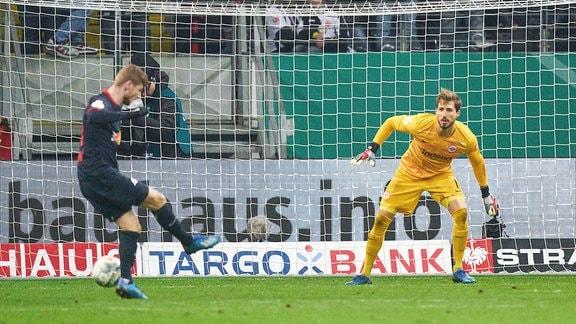 Timo Werner verpasst Torchance.